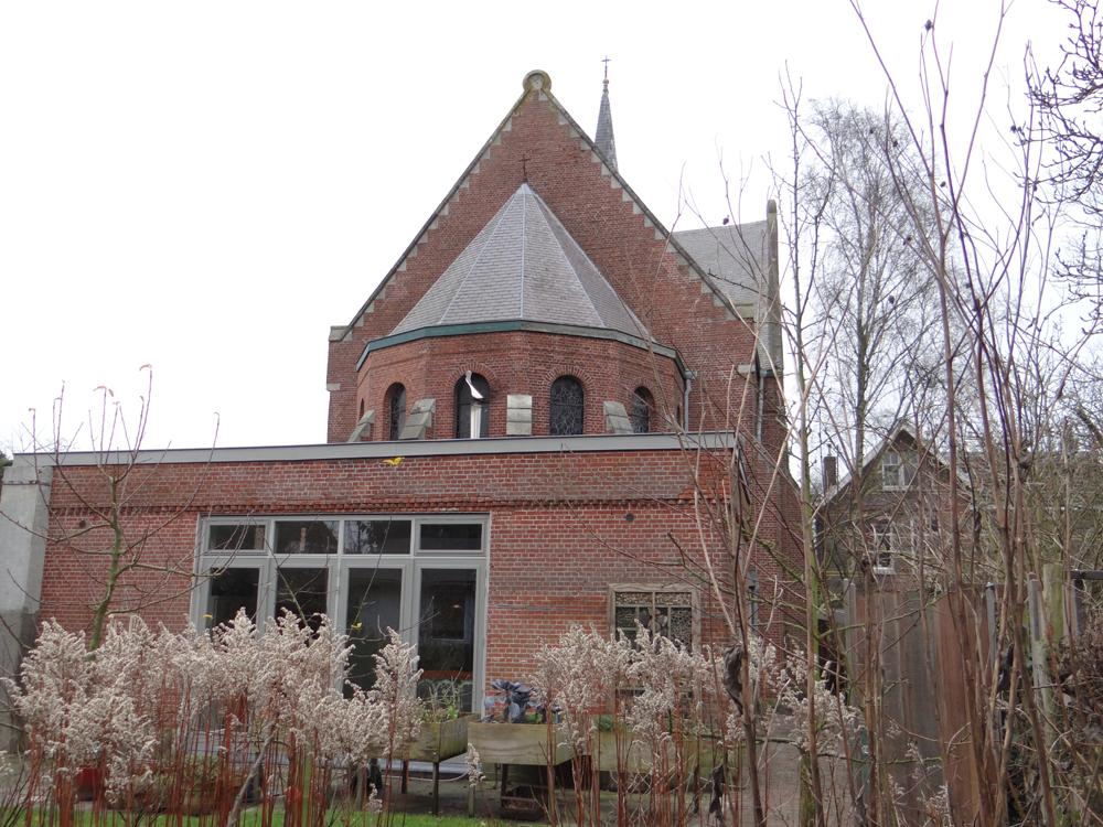 kerk achteraanzicht winter