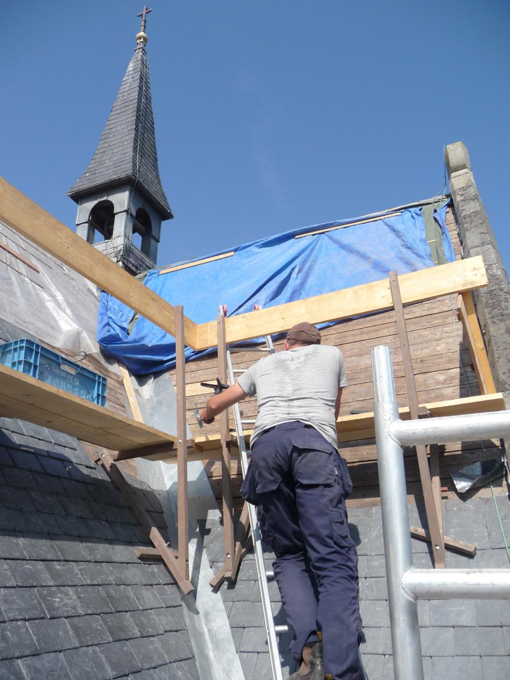 Meinte aan het werk op het dak 2010.