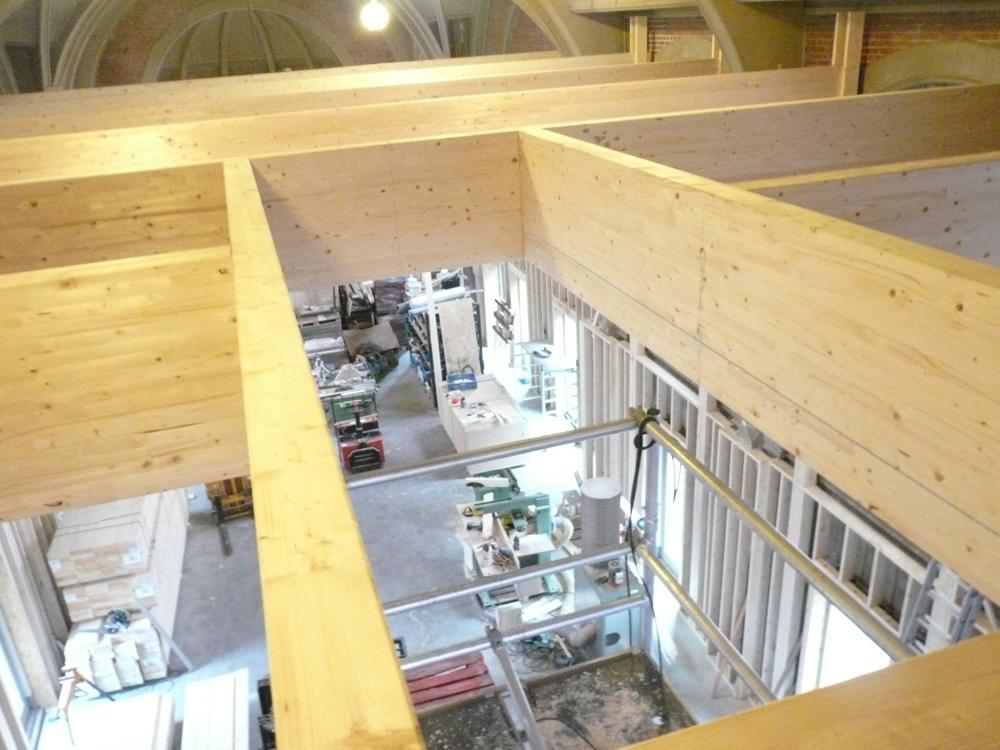 De balkenpartij voor de tweede verdieping is klaar incl. trapgat