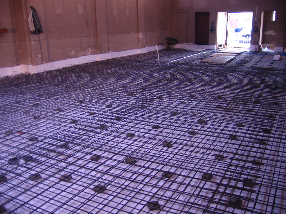 De voorbereidingen voor het storten van de vloer beneden