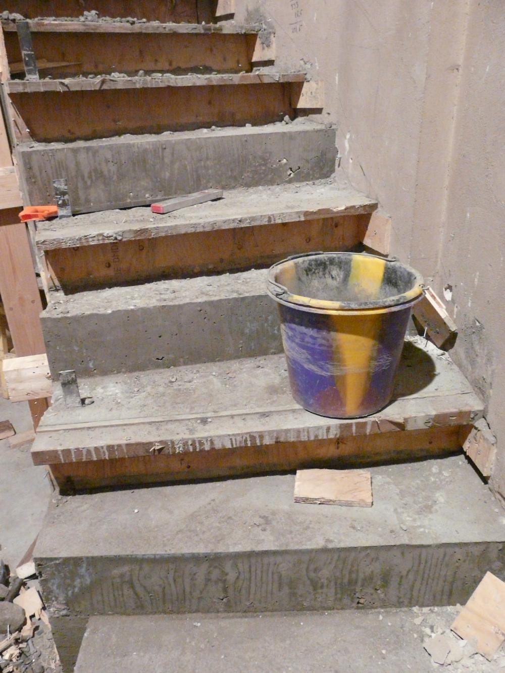 De trap is gegoten met beton. Nu nog uitharden.