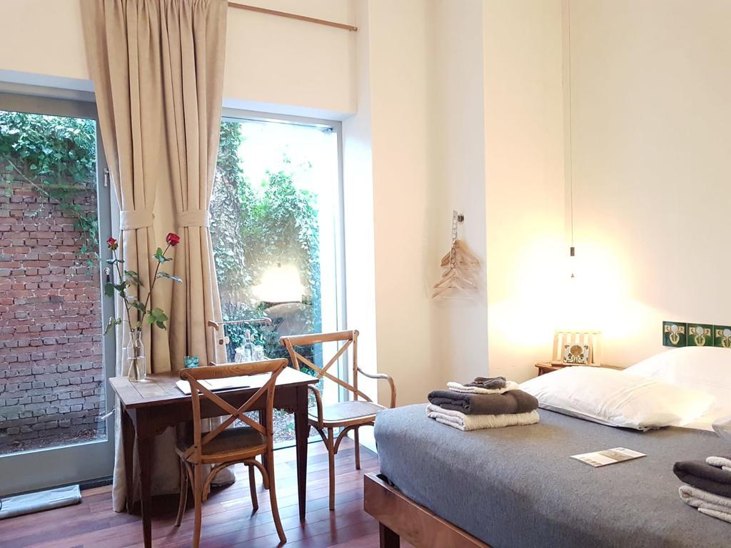 kamer 5, de kamer met bad en een klein plaatsje
