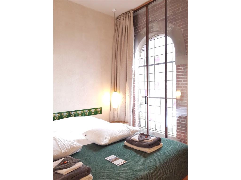 kamer 7 bed raam