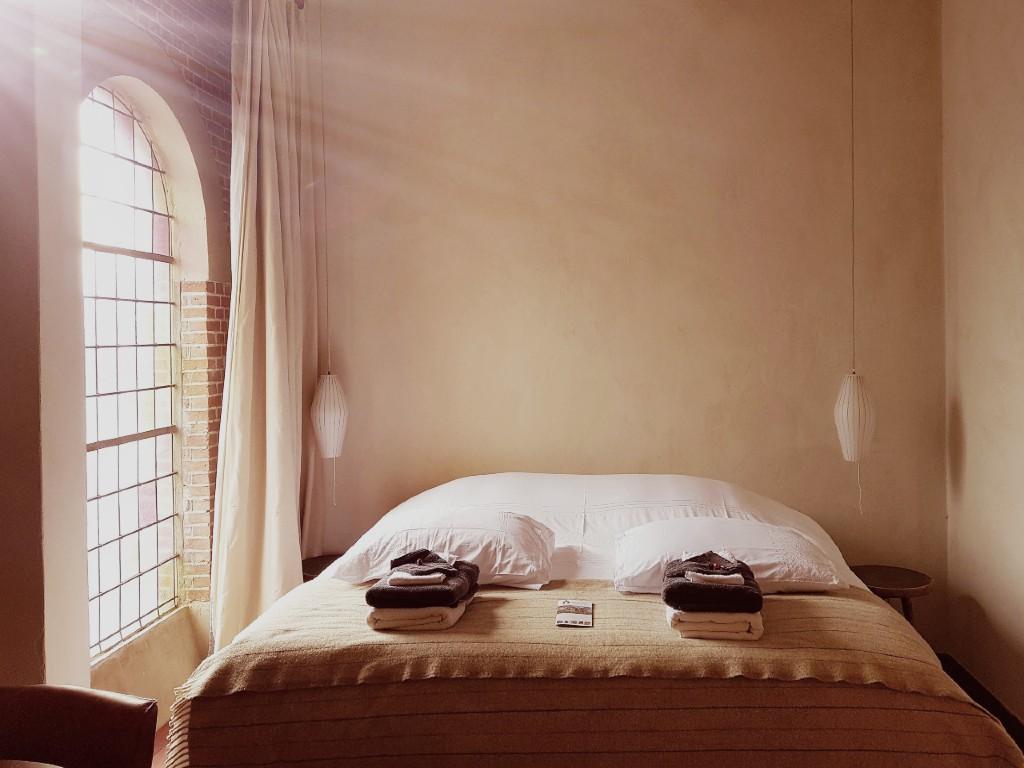 kamer 8 bed raam